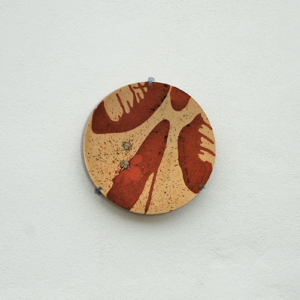 L'opera dell'artista Anny Ferrario installata nel borgo di Denice, nell'ambito del Museo a cielo aperto dedicato alla ceramica contemporanea
