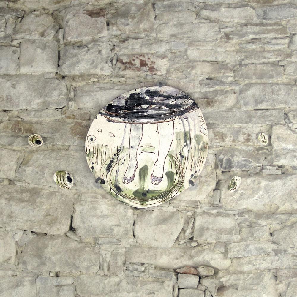L'opera dell'artista Antonio De Luca installata nel borgo di Denice, nell'ambito del Museo a cielo aperto dedicato alla ceramica contemporanea