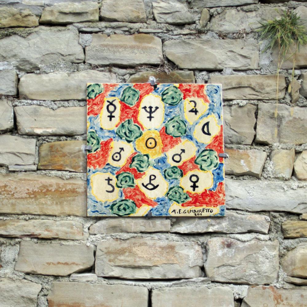 L'opera dell'artista Ettore Gambaretto installata nel borgo di Denice, nell'ambito del Museo a cielo aperto dedicato alla ceramica contemporanea