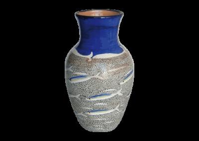 <i>Vaso con acciughe</i>, 2015, vaso foggiato al tornio in terraglia, decorato con ingobbi, smalto e cristallina