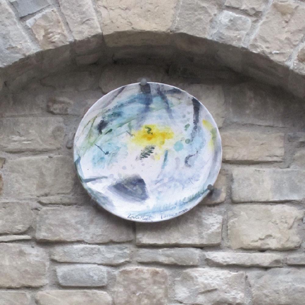 L'opera dell'artista Luiso Sturlai installata nel borgo di Denice, nell'ambito del Museo a cielo aperto dedicato alla ceramica contemporanea