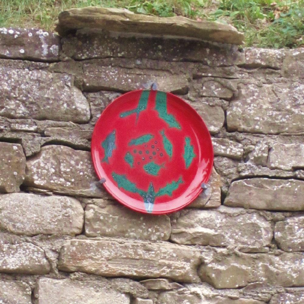 L'opera dell'artista Marco Magrini installata nel borgo di Denice, nell'ambito del Museo a cielo aperto dedicato alla ceramica contemporanea