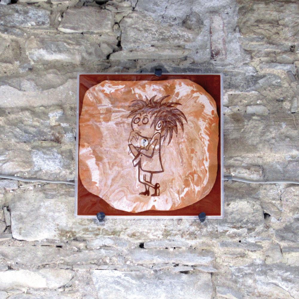 L'opera dell'artista Mario Fallini installata nel borgo di Denice, nell'ambito del Museo a cielo aperto dedicato alla ceramica contemporanea