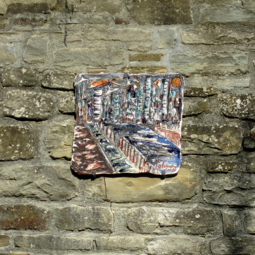 L'opera dell'artista Serena Salino installata nel borgo di Denice, nell'ambito del Museo a cielo aperto dedicato alla ceramica contemporanea