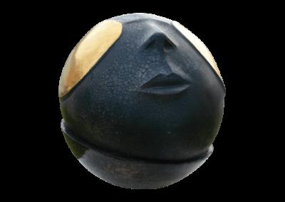 <i>Che luna</i>, 2012, terracotta smaltata terzo fuoco in oro